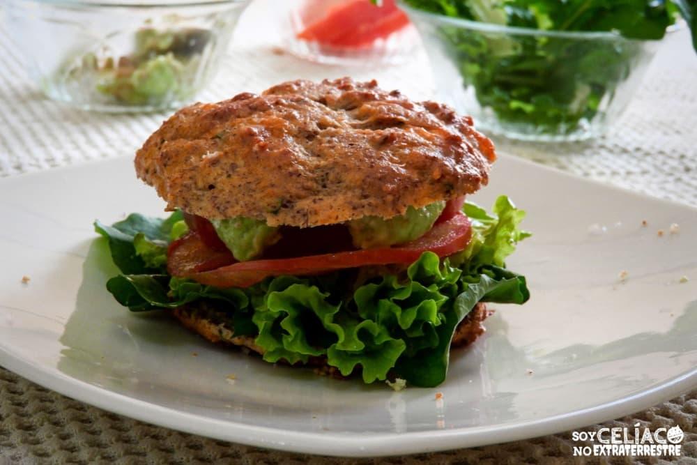 Imagen de sándwich hecho con pan keto
