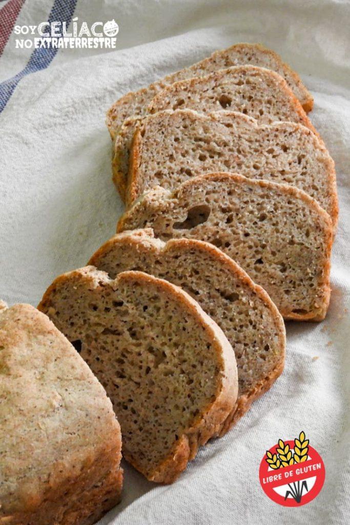 Imagen de pan sin gluten cortado en rodajas